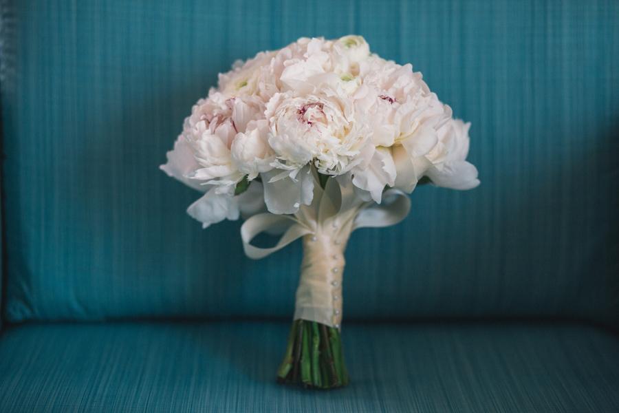 la-vie-en-rose-tampa-bay-saint-petersburg-wedding-bridal-bouquet-peonies-garden-roses-romantic-elegant-the-vinoy