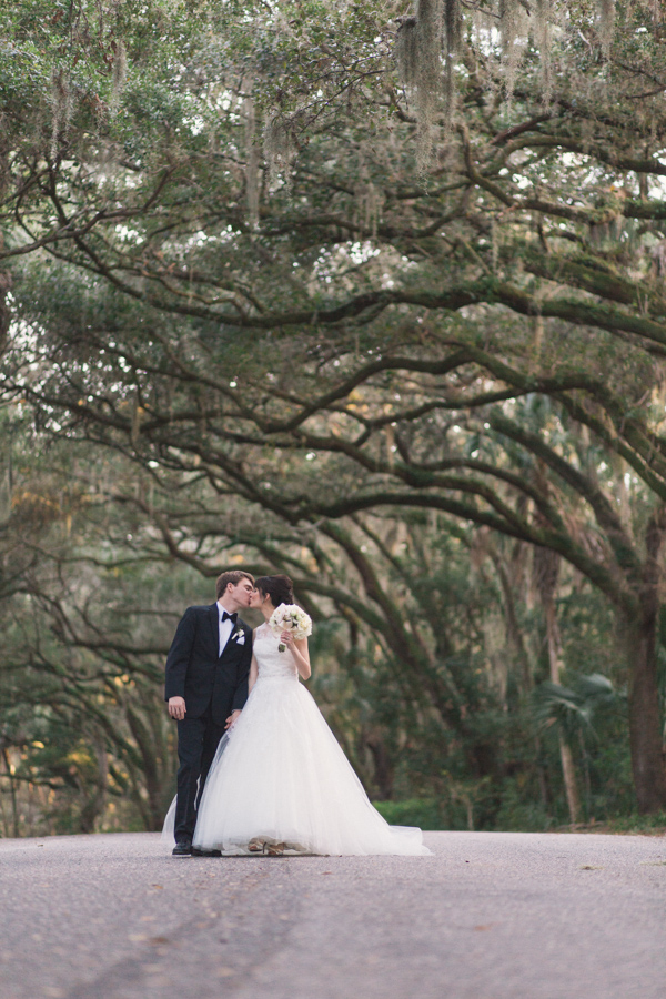 la-vie-en-rose-tampa-bay-Clearwater-wedding-bride-and-groom-wedding-dress-bridal-bouquet-boutonniere-outdoor-photo-shoot-romantic-elegant-Ruth-Eckerd-Hall