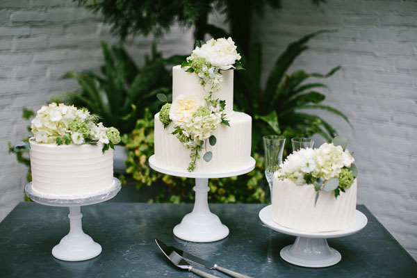 la-vie-en-rose-tampa-bay-Florida-wedding-gorgeous-wedding-cake-decor-love-ceremony-reception-flowers-white-blooms-trendy-fashion-elegant-The-Oxford-Exchange