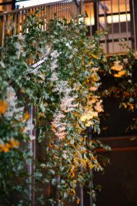 La-vie-en-rose-tampa-florida-wedding-gorgeous-stair-vine-garland-green-white-ivory-flower-elegant-oxford-exchange