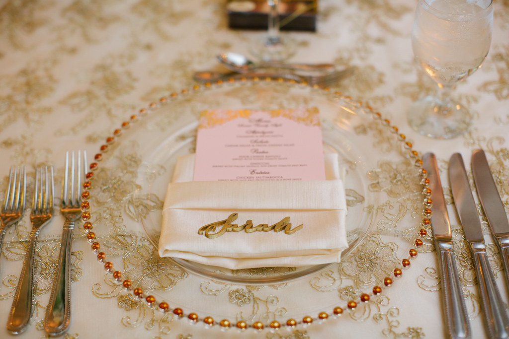 La-vie-en-rose-st-pete-florida-wedding-glass-charger-reception-gold-overlay-linen-elegant-vinoy