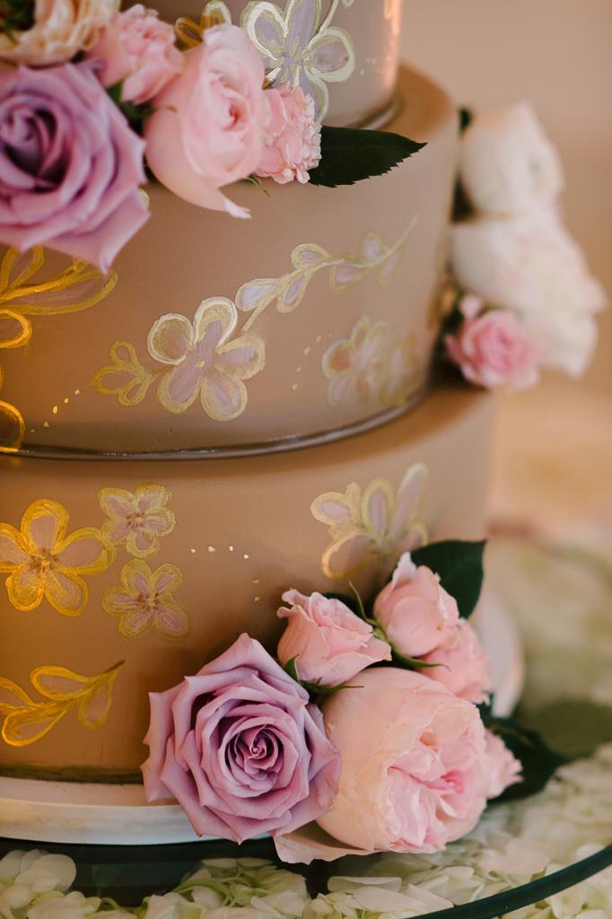 La-vie-en-rose-st-pete-florida-wedding-cake-reception-white-ivory-blush-purple-pink-hydrangea-garden-flower-elegant-vinoy