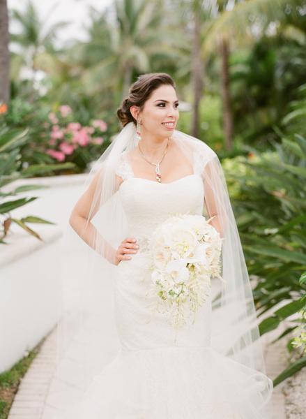 La-vie-en-rose-miami-florida-wedding-gorgeous-bride-bouquet-ceremony-white-ivory-peony-garden-orchid-elegant-elegant-ritz-carlton-south-beach