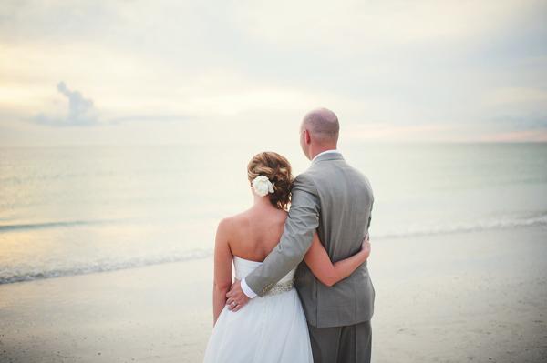 La-vie-en-rose-clearwater-beach-florida-wedding-gorgeous-bride-hair-white-ivory-peony-flower-elegant-sandpearl