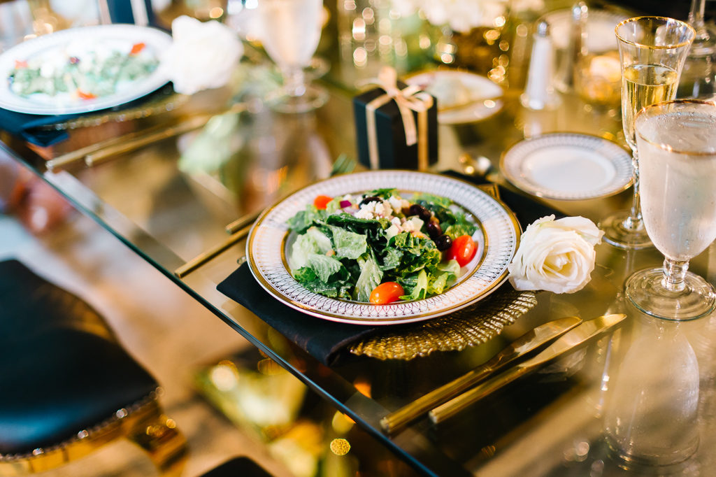 La-vie-en-rose-sarasota-florida-wedding-white-reception-gold-charger-elegant-ringling-museum