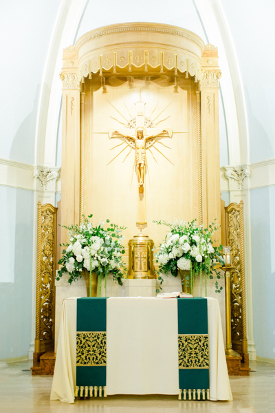 La-vie-en-rose-tampa-florida-wedding-white-flower-eucalyptus-elegant-oxford-exchange
