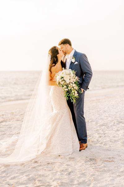 La-vie-en-rose-sarasota-florida-wedding-white-ceremony-bouquet-elegant-ritz-carlton-club