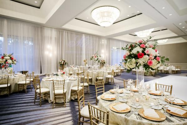 La-vie-en-rose-tampa-florida-wedding-white-pink-cenerpiece-elegant-hyatt