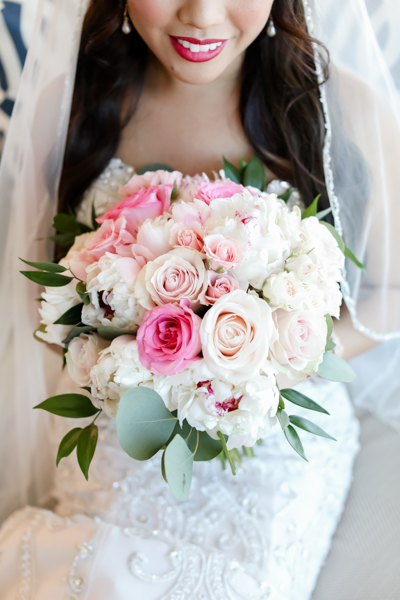 La-vie-en-rose-tampa-florida-wedding-white-pink-flower-bouquet-elegant-hyatt
