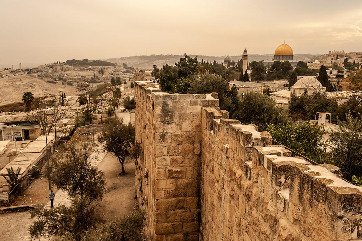 É Hora De Reconstruir Os Muros