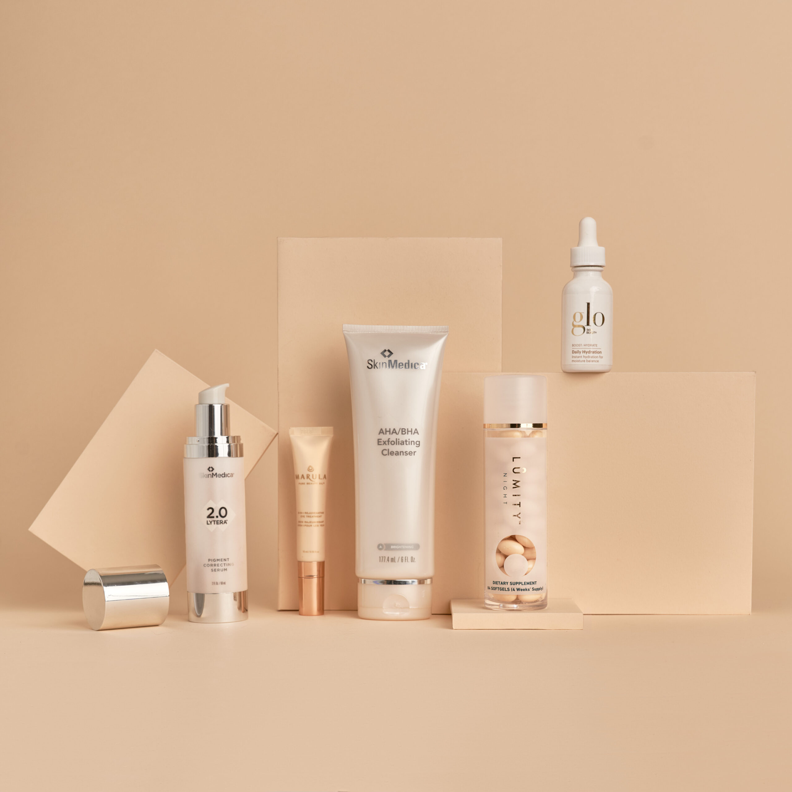 Image Nailed It skincare arranged on cream