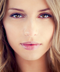 Fresh Spring Makeup and Fashion Trends