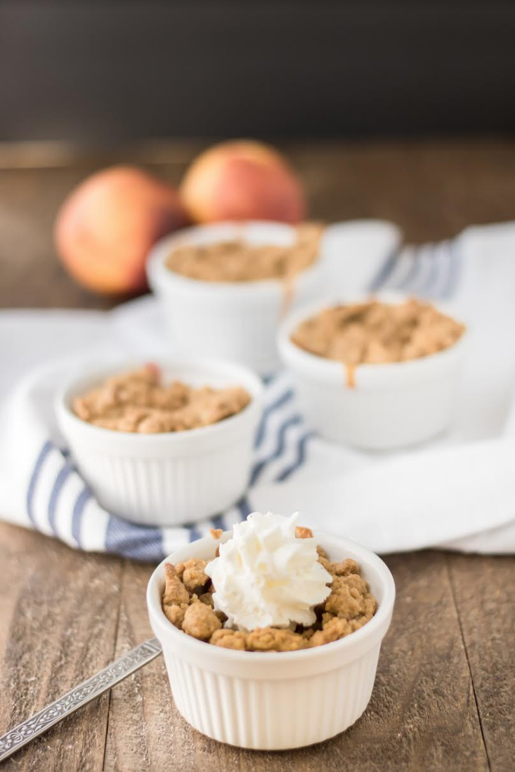 With Fall in full swing, it's time to get baking! Try making these sweet and savory mini peach crisps best served warm with vanilla ice cream. Yum! :) Full recipe @ www.hipmamasplace.com