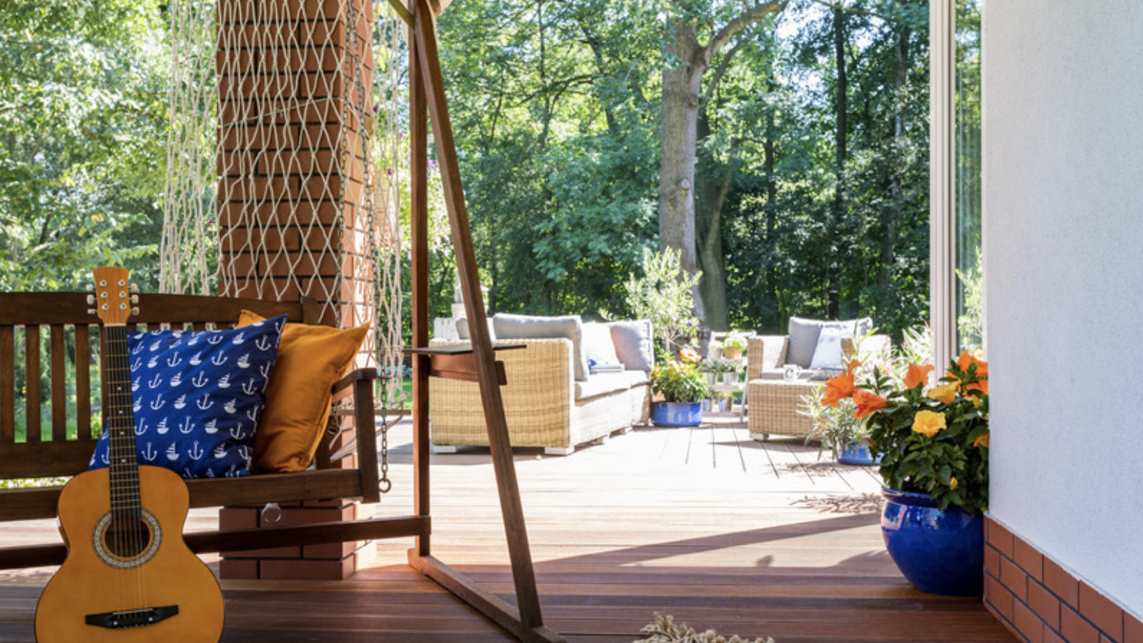 Simple Ways to Spruce Up the Outside of Your Home This Summer