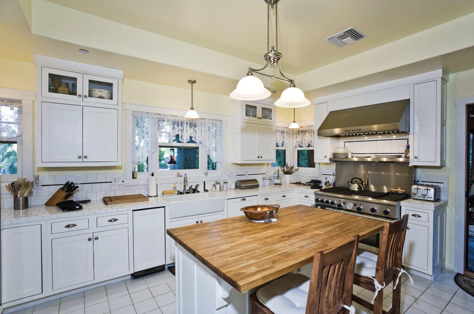 Personalized Decor Options for Your Kitchen