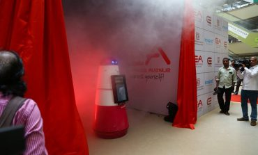 Express Avenue Launches Robot to Enhance Visitors Experience