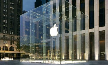 Apple Ties up with Salesforce to Bring Siri to More Business Apps