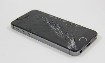 How to Fix Your Cracked iPhone Screen? Apple has Solution for it