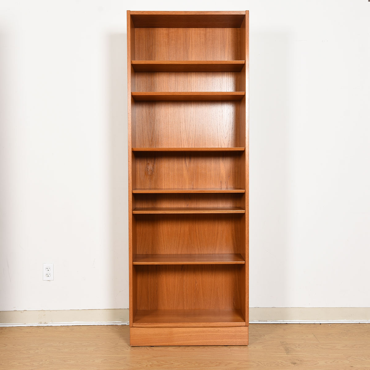Teak 28″ Compact Adjustable Shelf Bookcase
