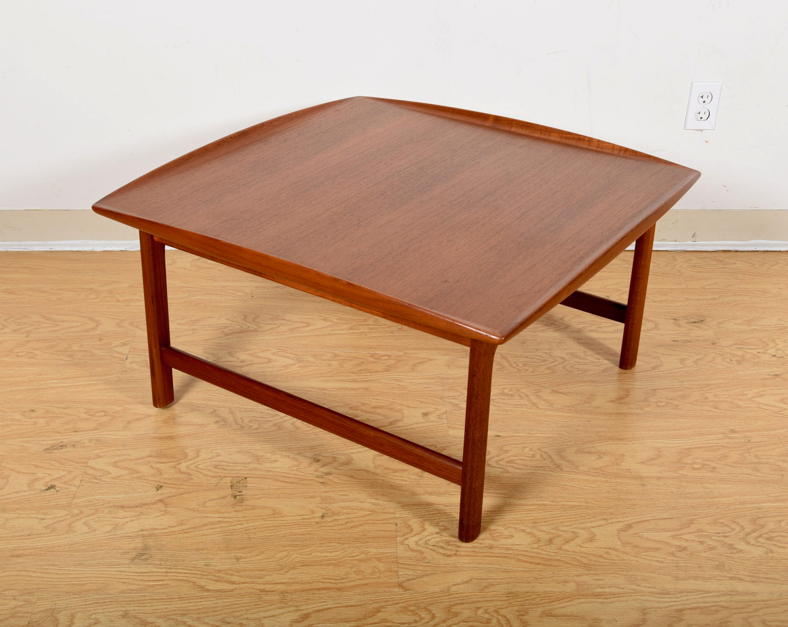 Raised Sculpted Edges — Classic Dux Coffee | Side Table