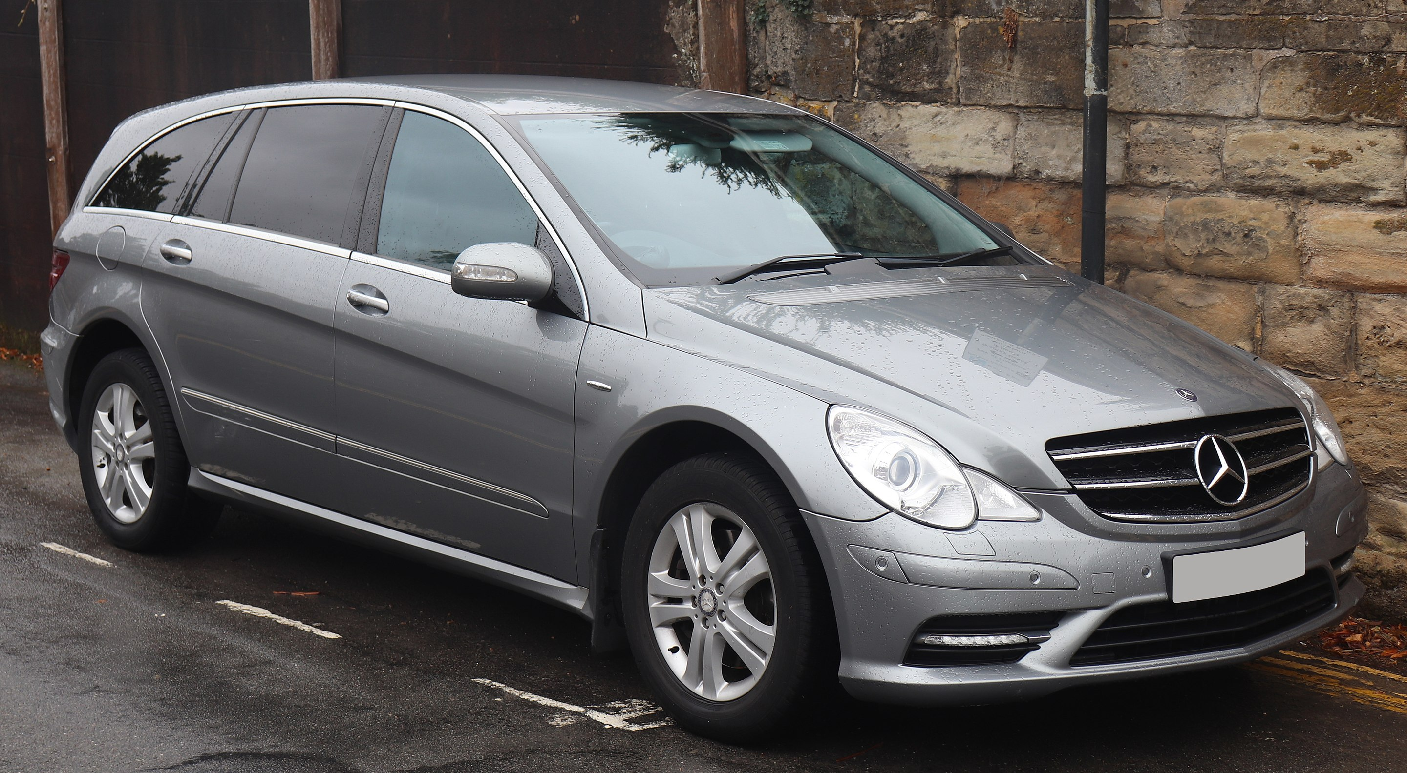 Auto Glass Repair and Replacement for Mercedes R Class