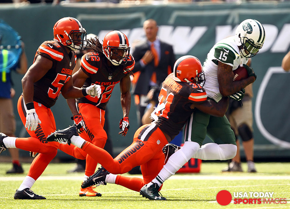 Sep 13, 2015; East Rutherford, NJ, USA; New York Jets wide receiver Brandon Marshall (15) runs after recovering a fumble against the Cleveland Browns during the first half at MetLife Stadium. Mandatory Credit: Danny Wild-USA TODAY Sports