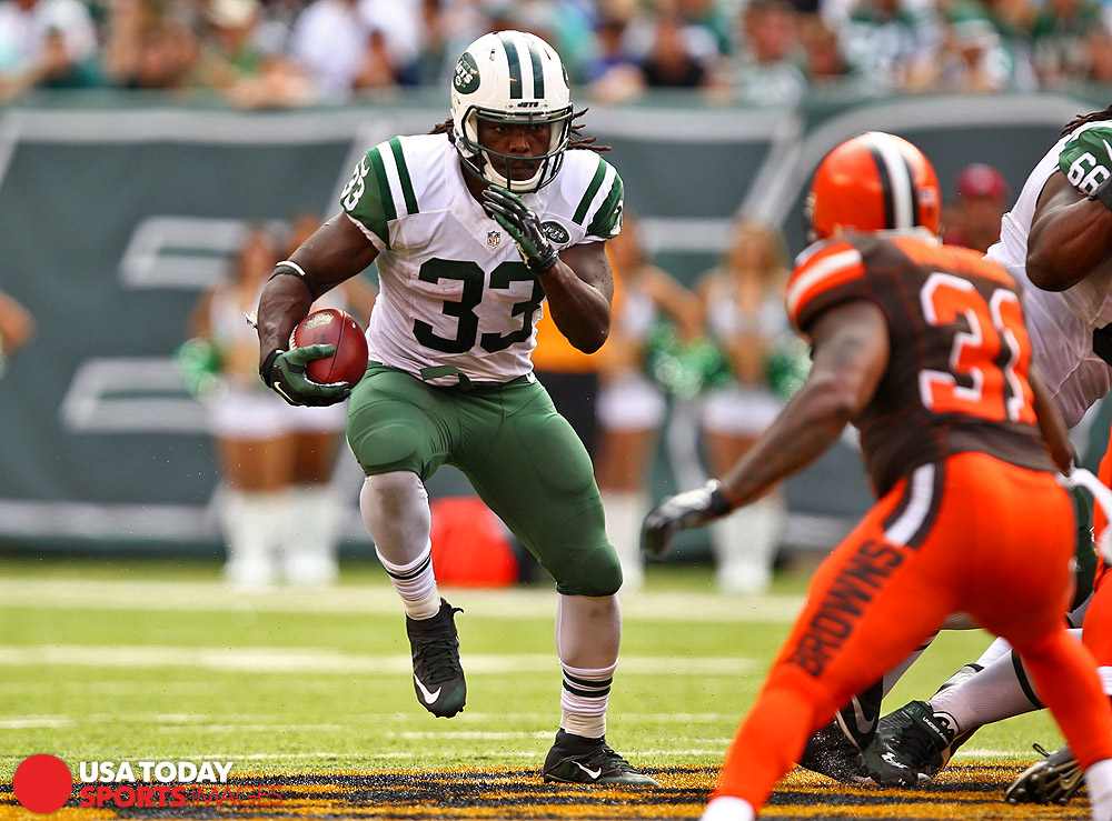 Sep 13, 2015; East Rutherford, NJ, USA; New York Jets running back Chris Ivory (33) rushes the ball against the Cleveland Browns during the second half at MetLife Stadium. Mandatory Credit: Danny Wild-USA TODAY Sports