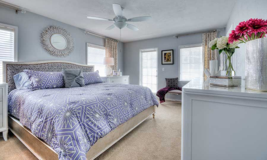 bedroom-hibiscus-blue-daze-designs