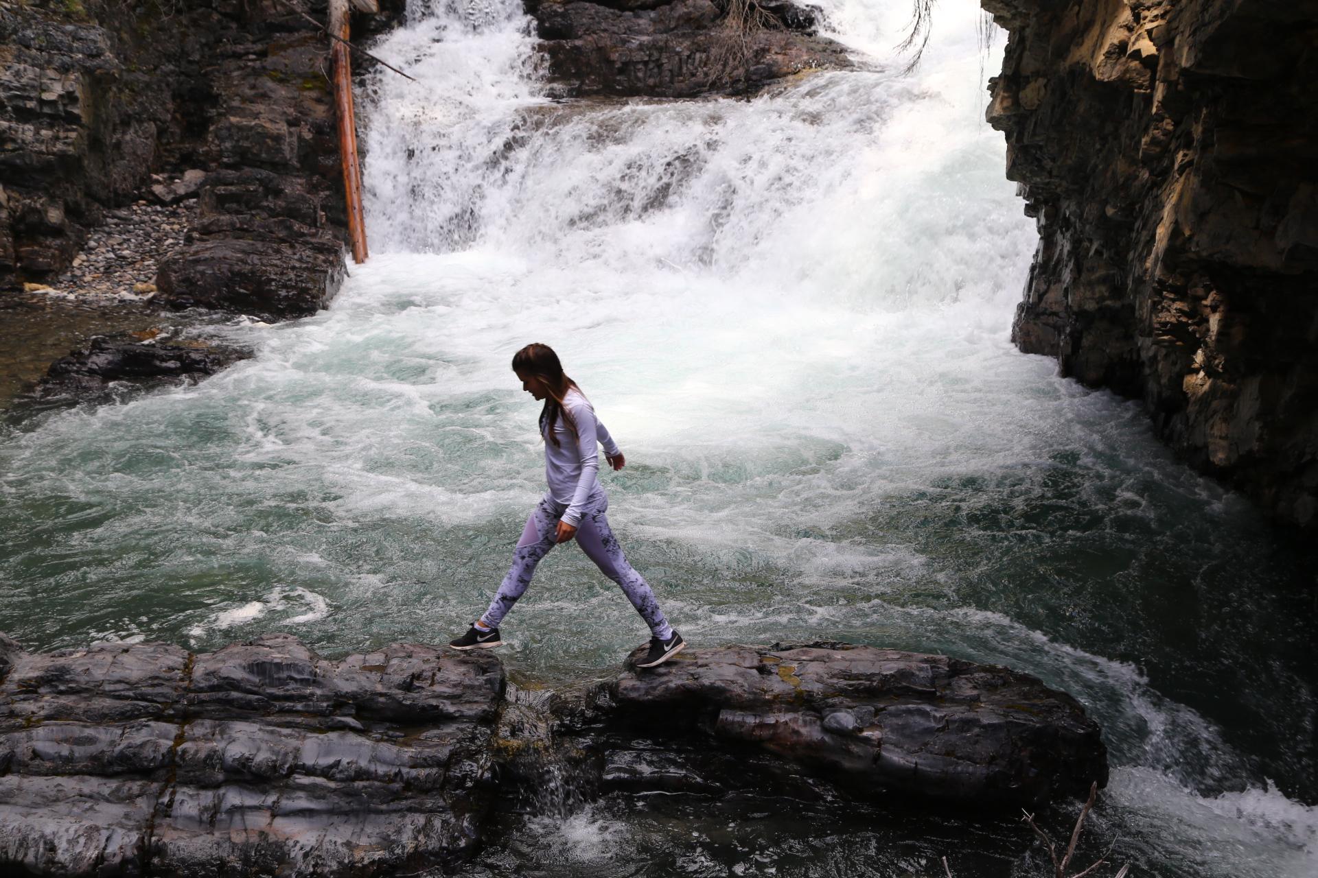 Erie Nick Lake Louise City Guide: Johnston Canyon Hike