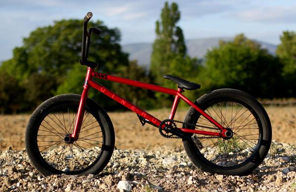 alex-valentino-bike-check-data-bmx-dinero_600x