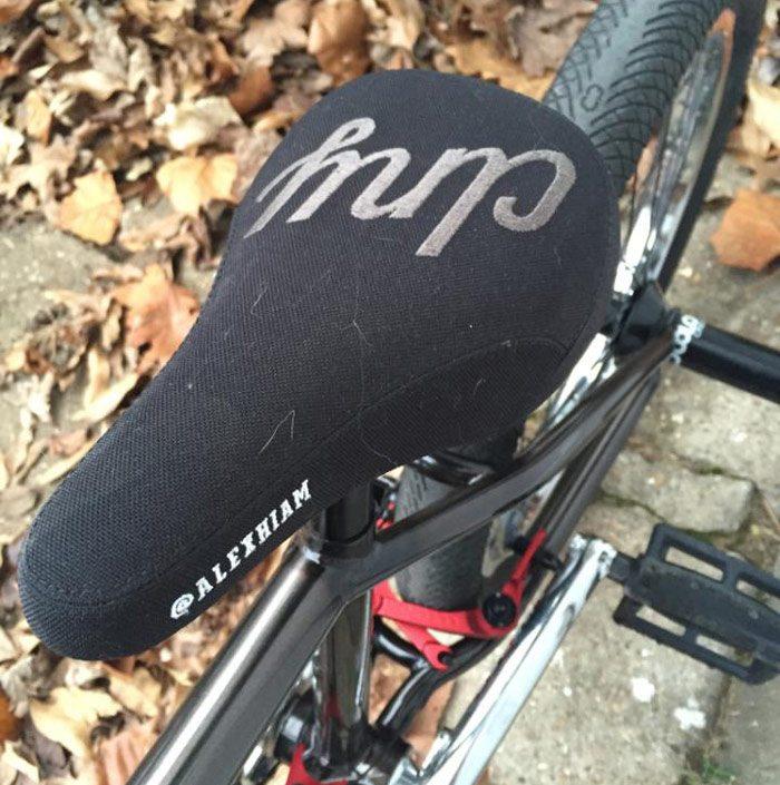 bobbie-altiser-bmx-bike-check-colony-seat
