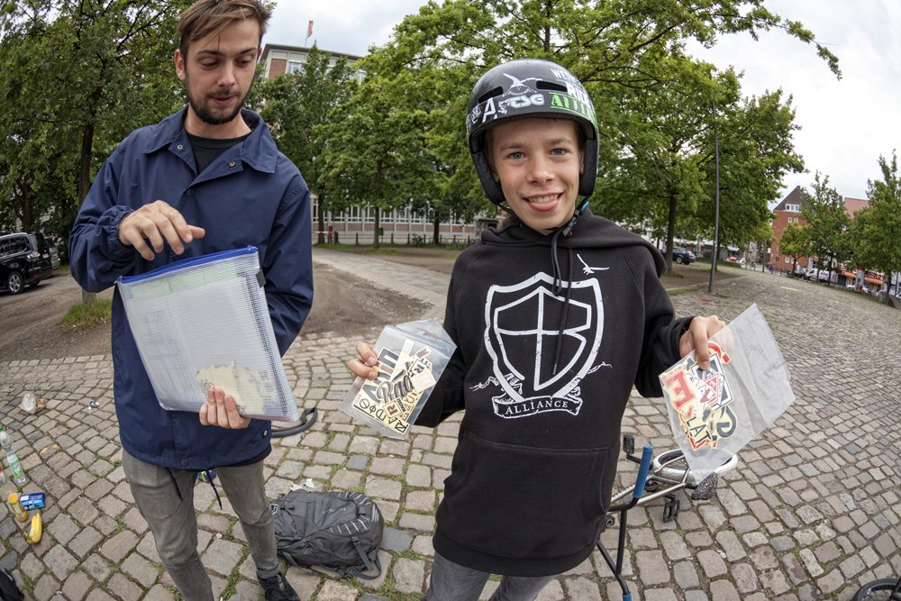 free-stickers-radio-bikes