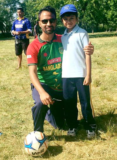 Mathew Achaibar (right) poses with Mehraz Masud, one of his many fans.