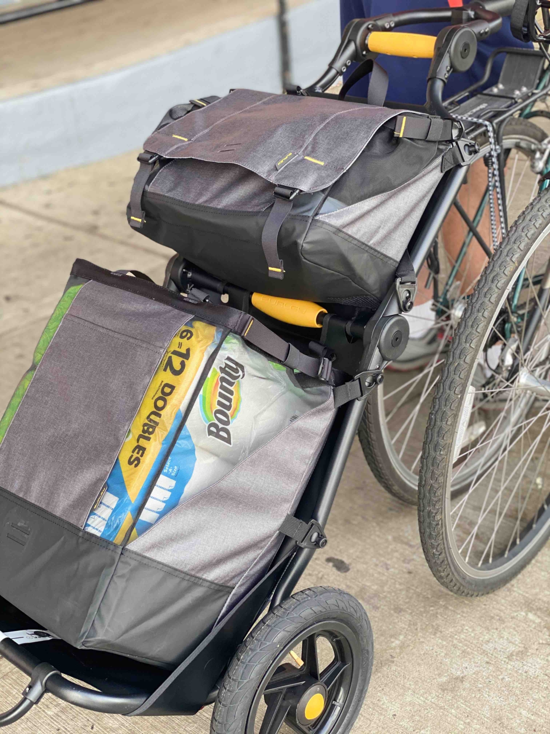 This Folding Bike Cargo Trailer Makes Everyday Commuting Seamless