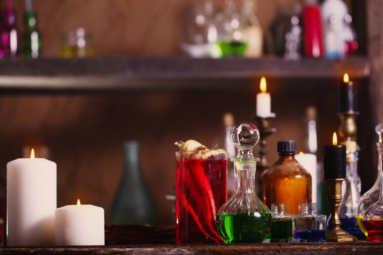 THESE HALLOWEEN COCKTAILS ARE HAUNTINGLY GOOD TO MAKE AT HOME
