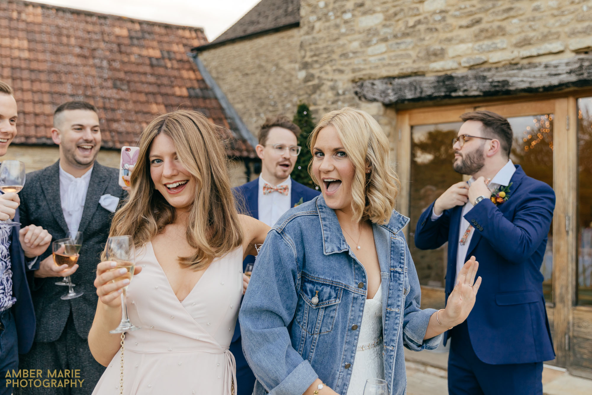 kingscote barn wedding by wedding photographer gloucestershire