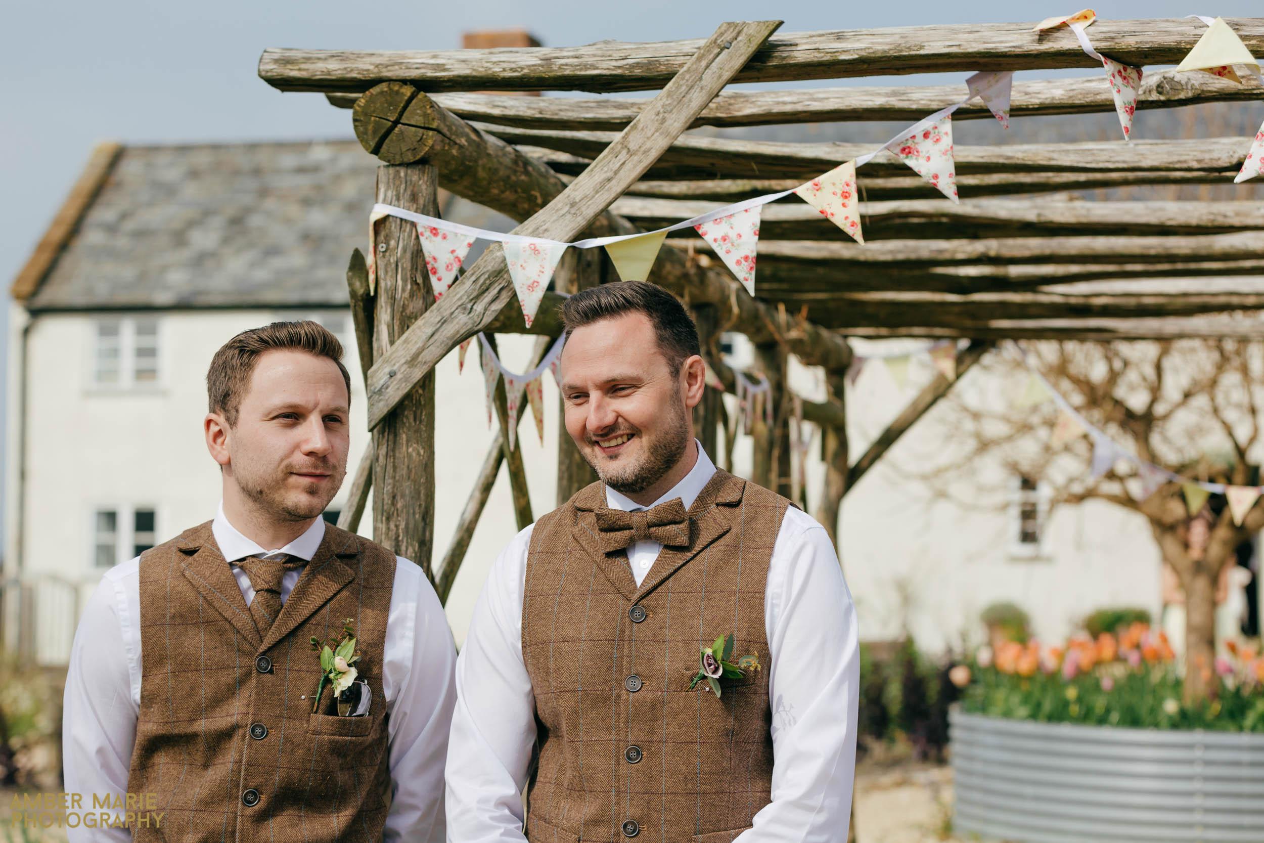 creative cotswolds wedding photographer