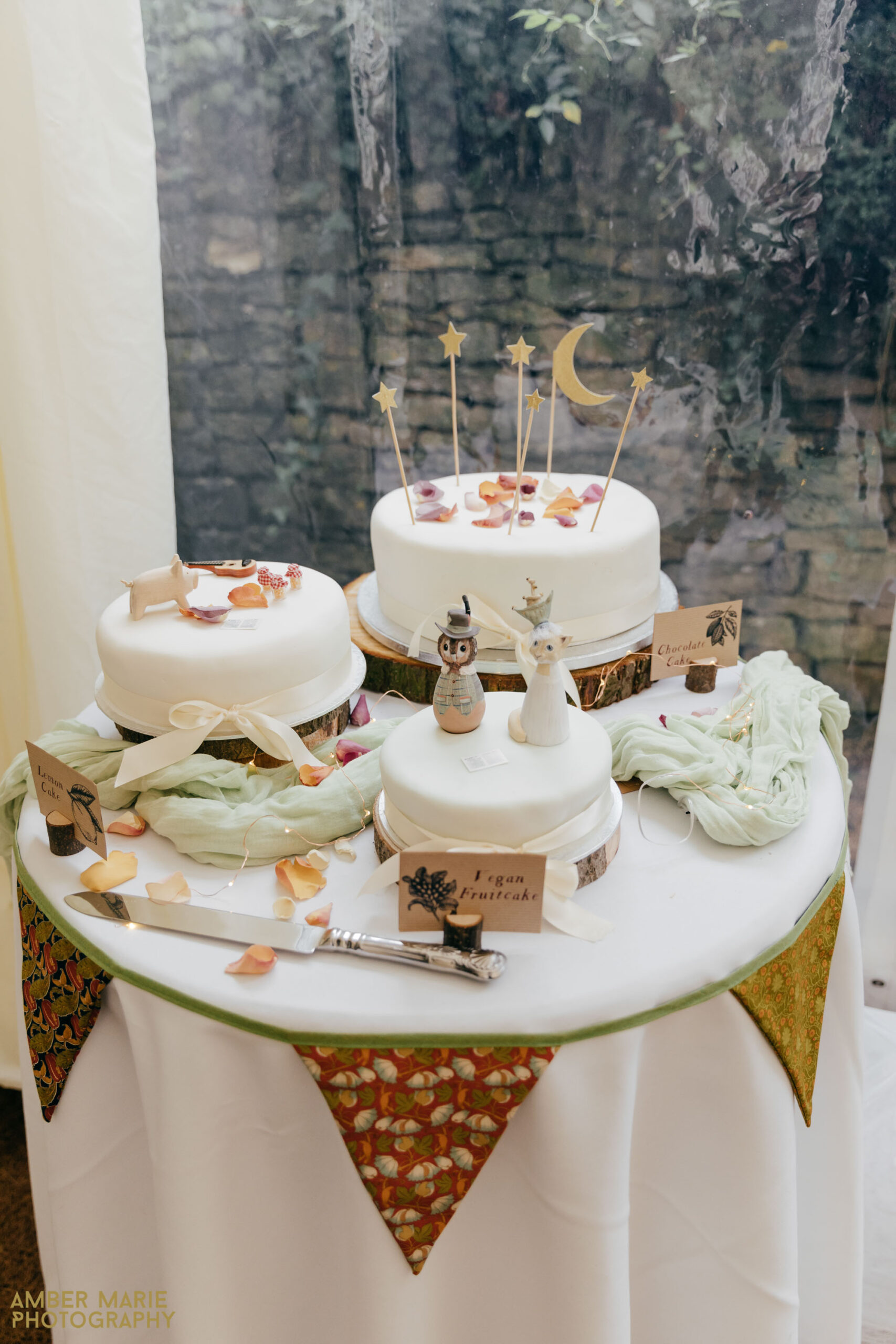 william morris inspired wedding in the cotswolds