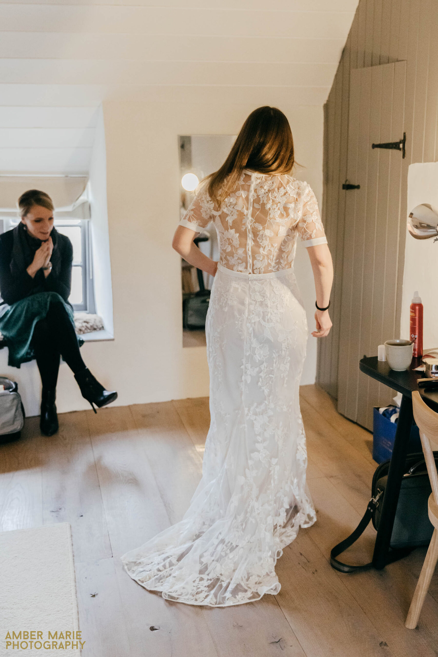 candid cotswolds wedding photographer