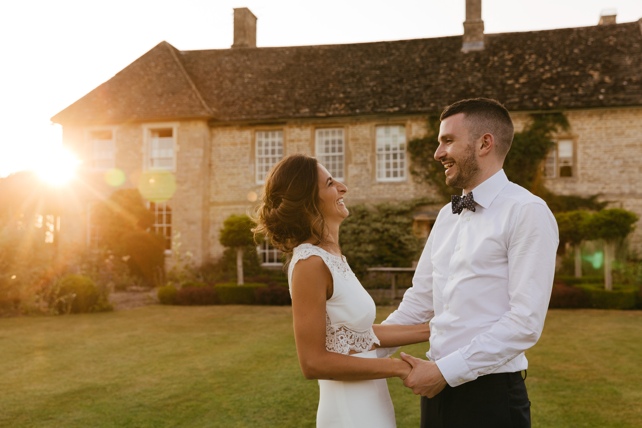 natural wedding photography at oxleaze barn