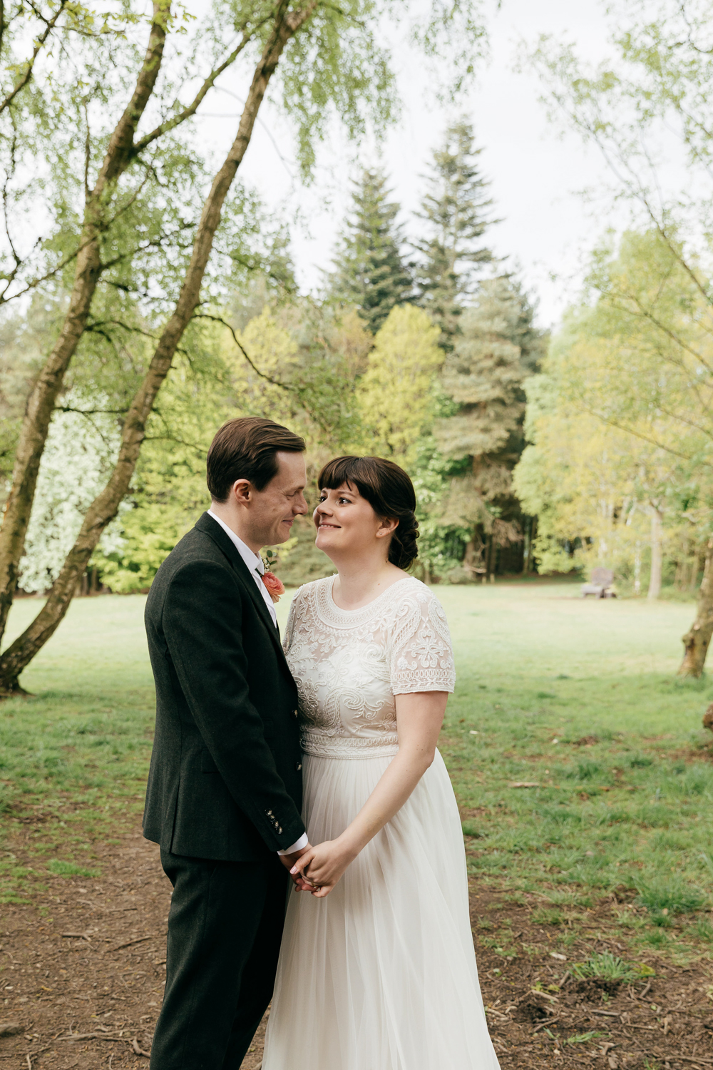 relaxed wedding photography by eco-friendly wedding photographer