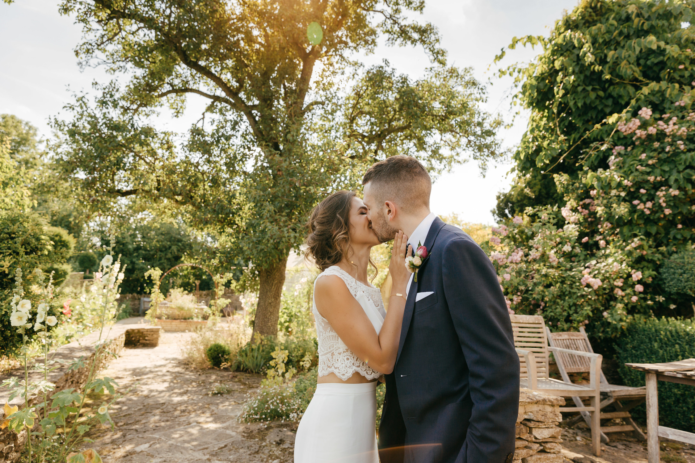natural wedding photography at oxleaze barn summer wedding