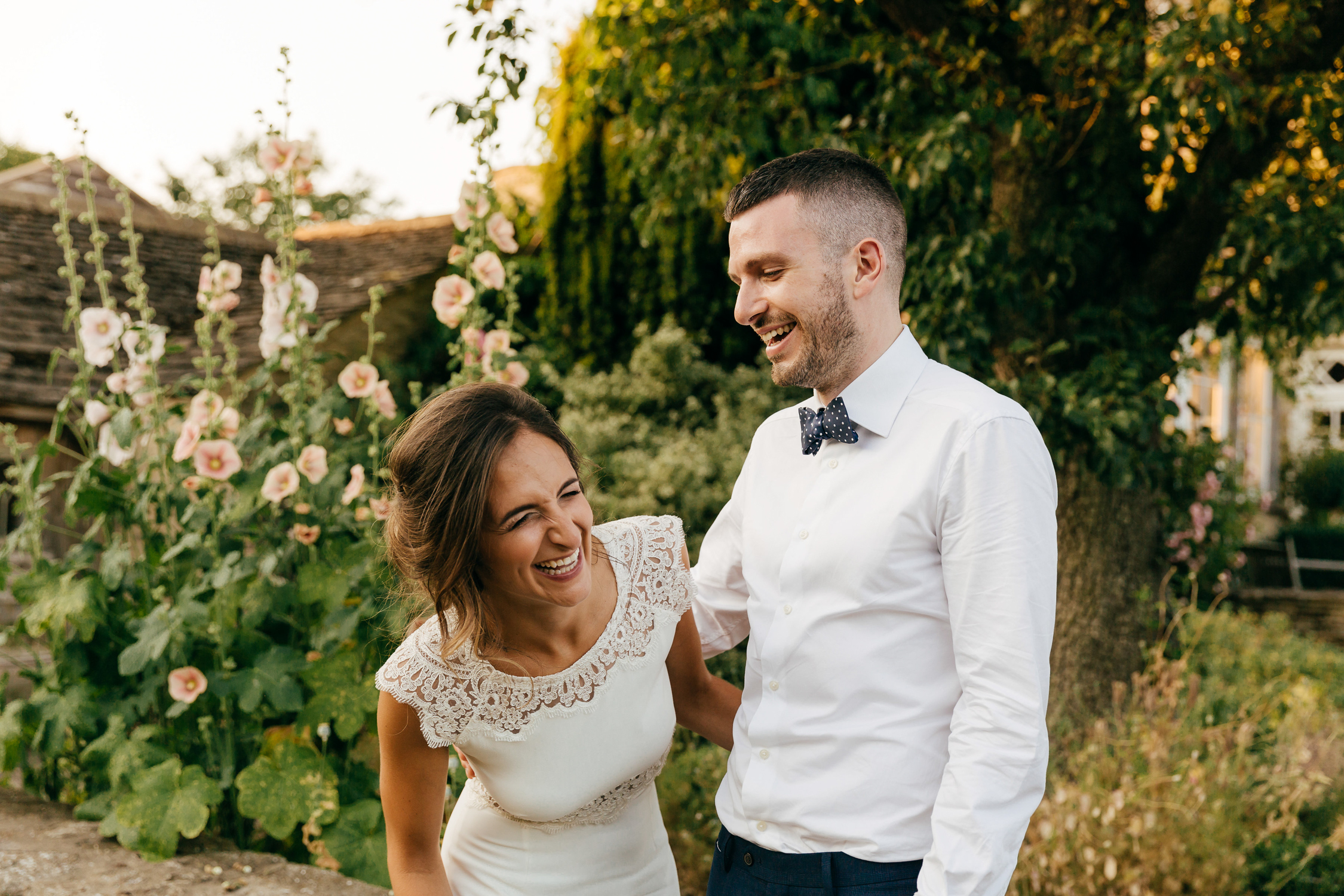candid wedding photography at oxleaze barn cotswolds