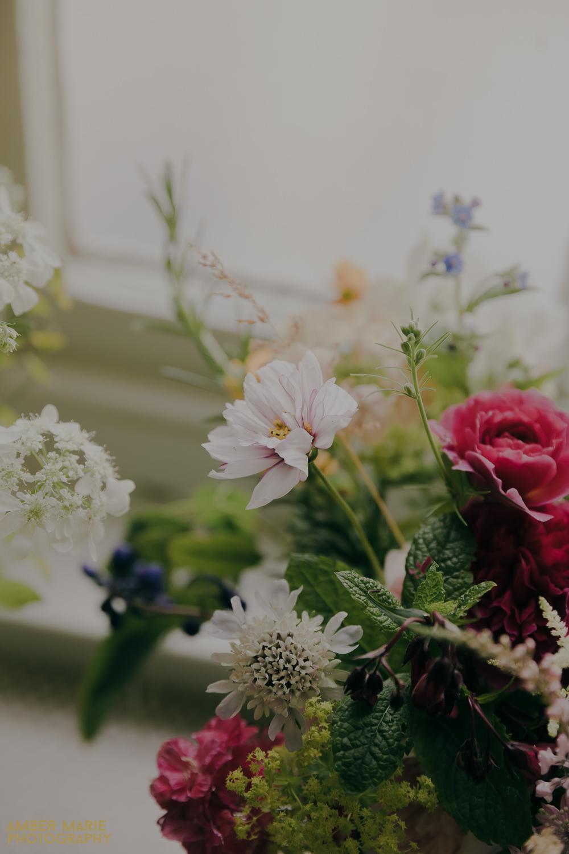 close up on summer wedding flowers