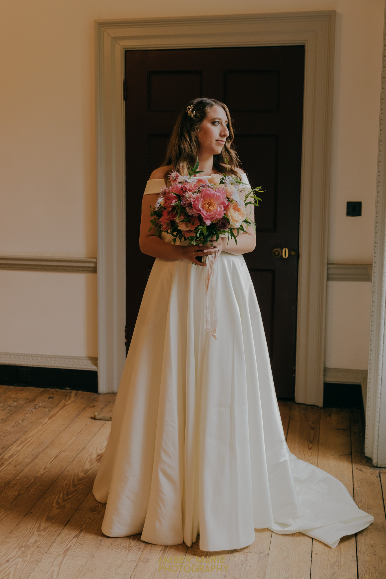 bride wearing a classic style holding a summer bouquet