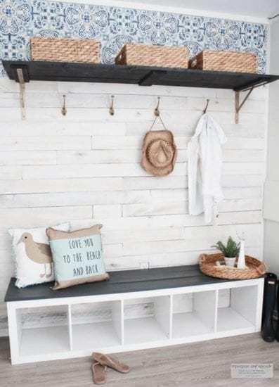 Homestead Blog Hop Feature - budget-friendly-beach-cottage-mudroom