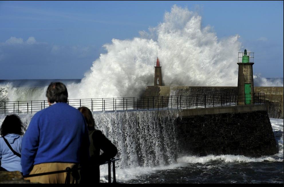 wave lighthouse