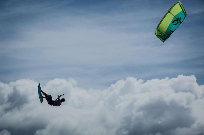 Nick sending it through the clouds © Timme Hoyng