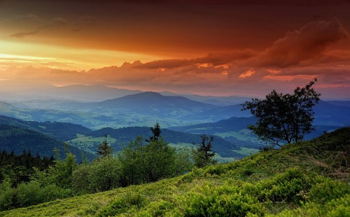 Photo of a beautiful sunset over mountains