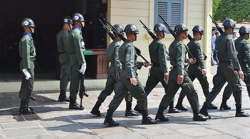 marching guards bangkok wat po